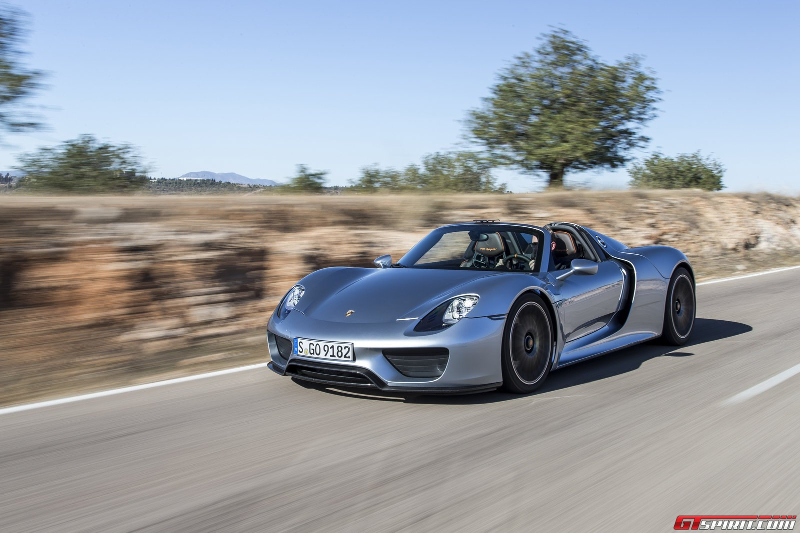 Gtspirit 2014 Porsche 918 Spyder Liquid Chrome Blue 0020