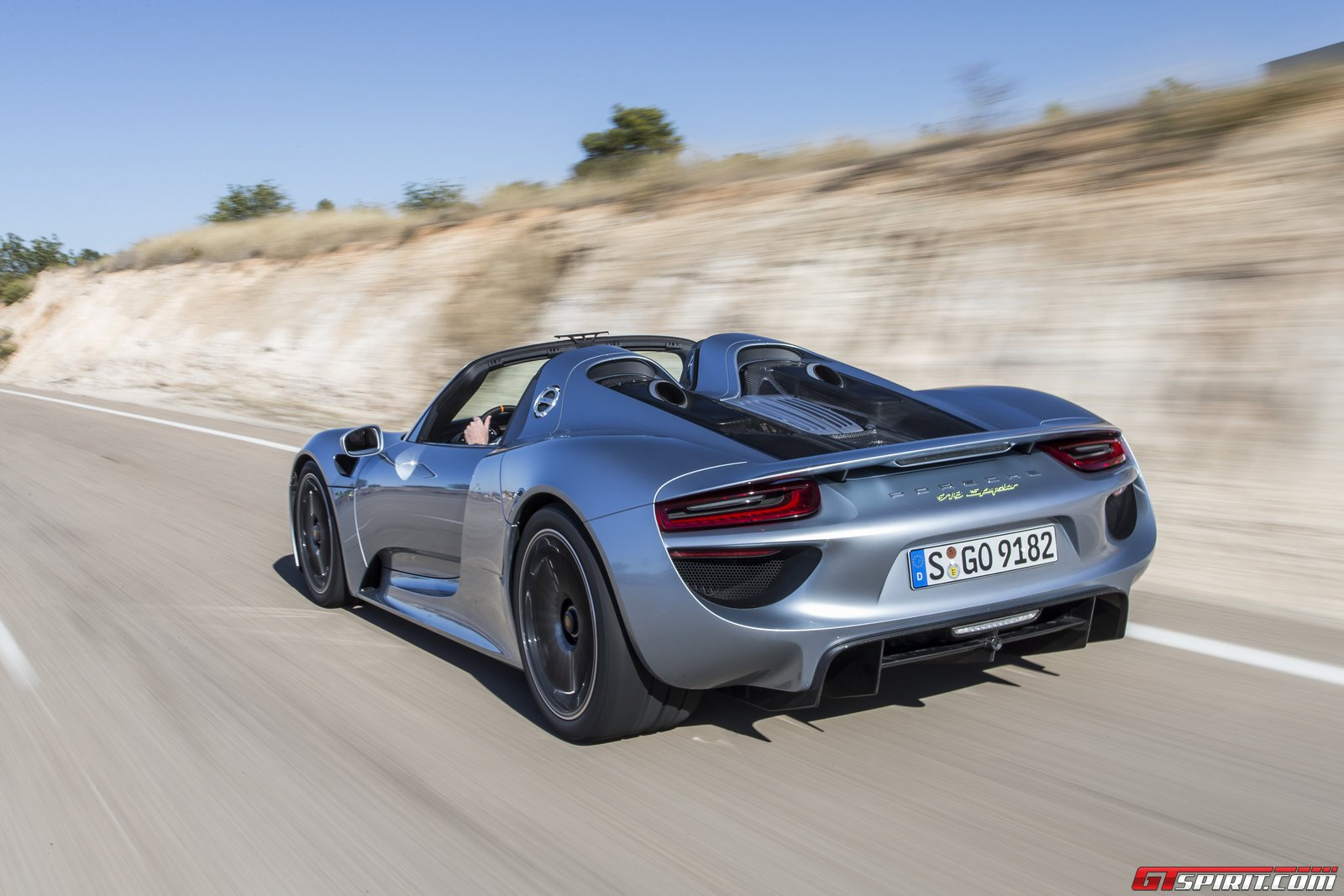 gtspirit 2014 porsche 918 spyder liquid chrome blue 0024. Black Bedroom Furniture Sets. Home Design Ideas