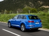 2016-audi-q7-review-daytona-blue-white-001