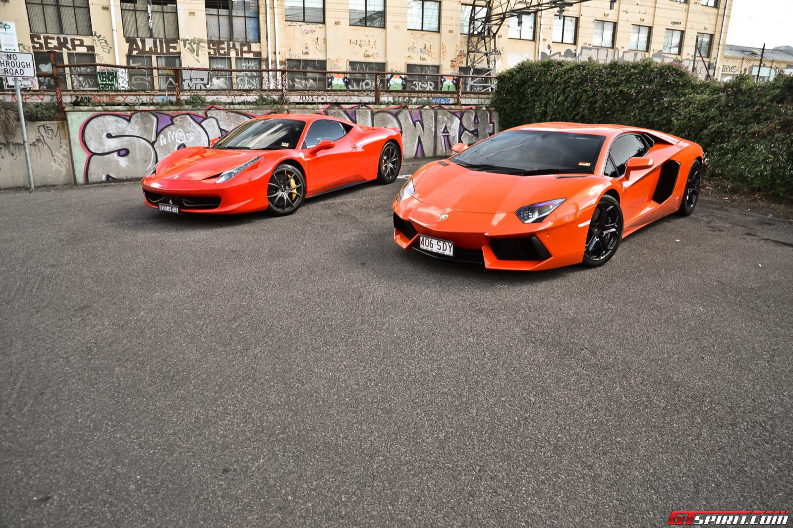 ferrari 458 vs lamborghini aventador. Black Bedroom Furniture Sets. Home Design Ideas