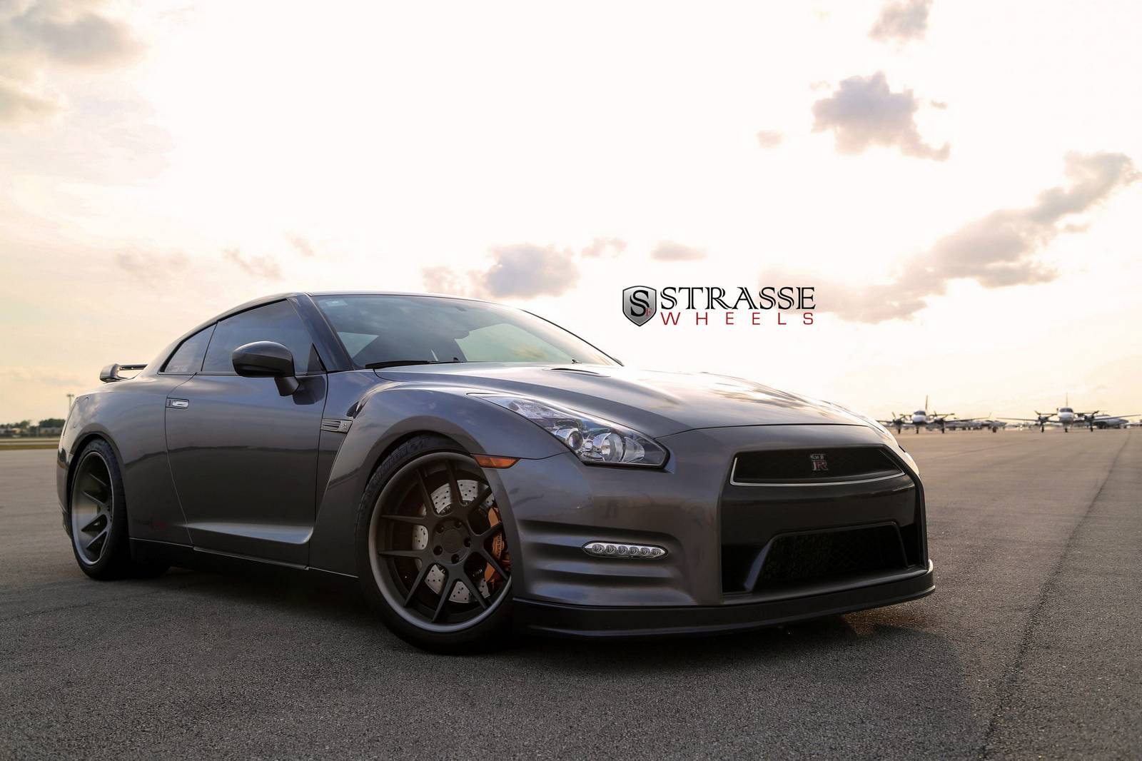 alpha 7 nissan gt r black edition with strasse wheels. Black Bedroom Furniture Sets. Home Design Ideas