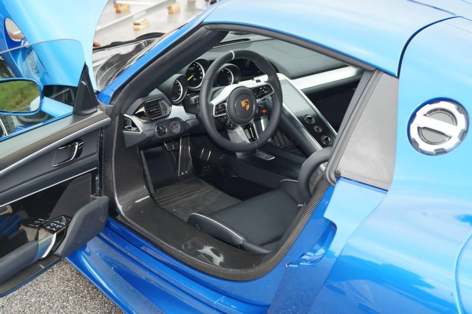 blue porsche 918 spyder in salzburgring austria. Black Bedroom Furniture Sets. Home Design Ideas