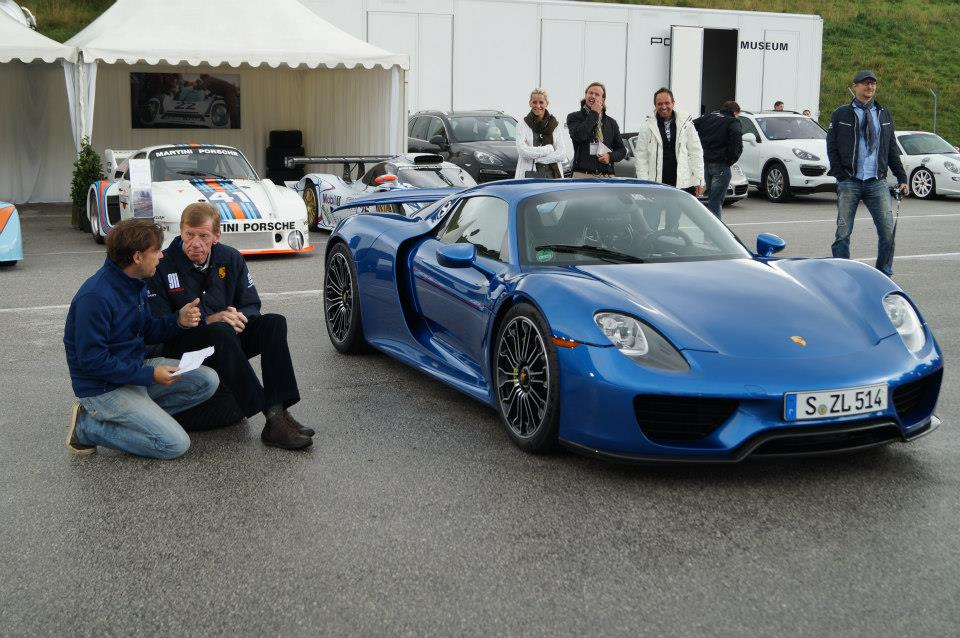 blue porsche 918 spyder in salzburgring austria. Black Bedroom Furniture Sets. Home Design Ideas