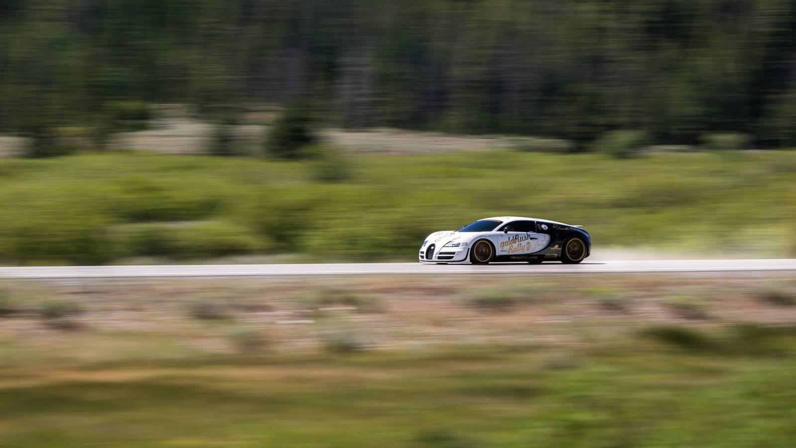 Фото | Бугатти Вейрон на скорости. 2014 год