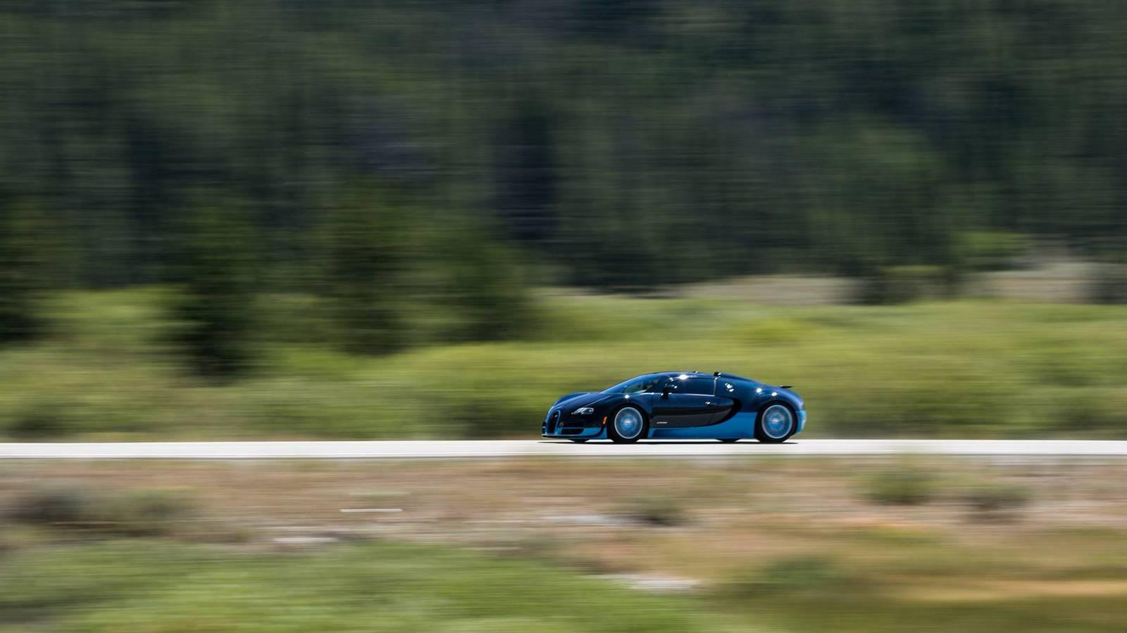 Фото | Bugatti Veyron на трассе. 2014 год