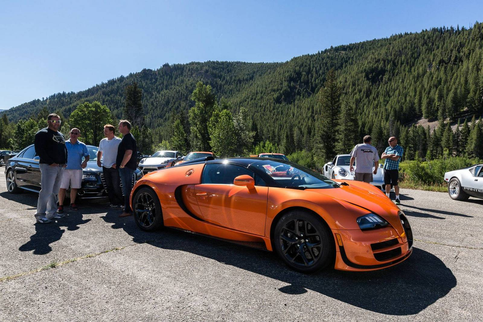 Фото | Оранжевый Bugatti Veyron Vitesse