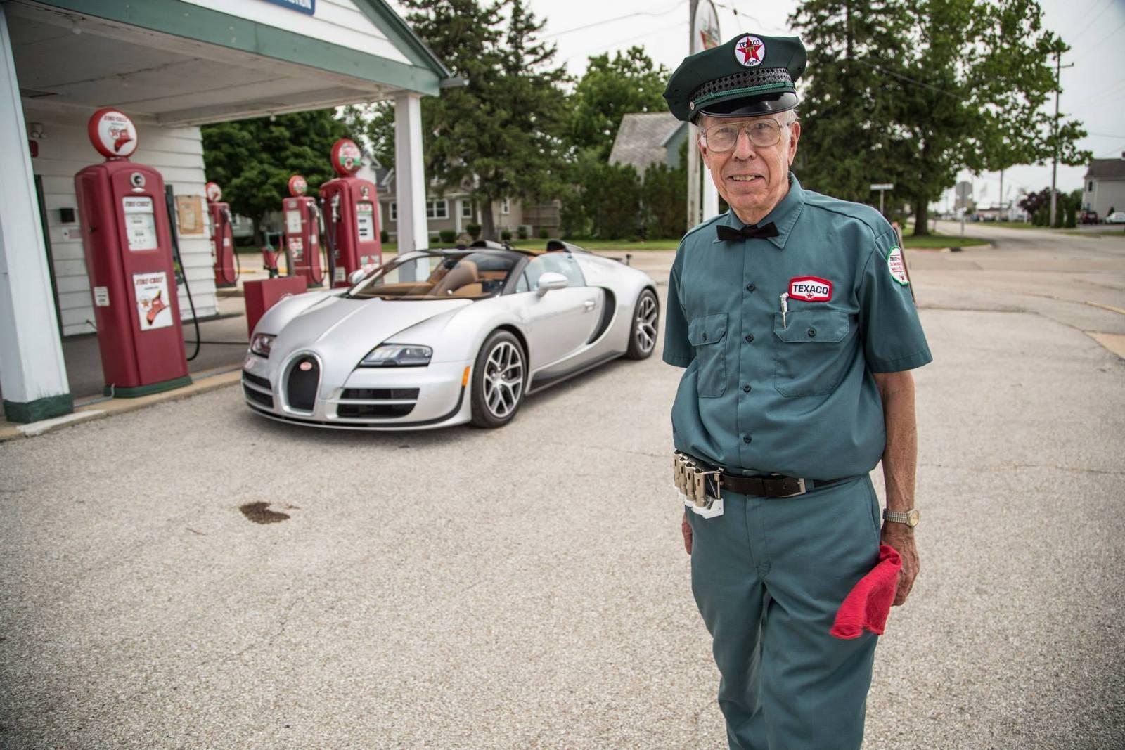 Фото | Bugatti Veyron Grand Sport Vitesse на заправке