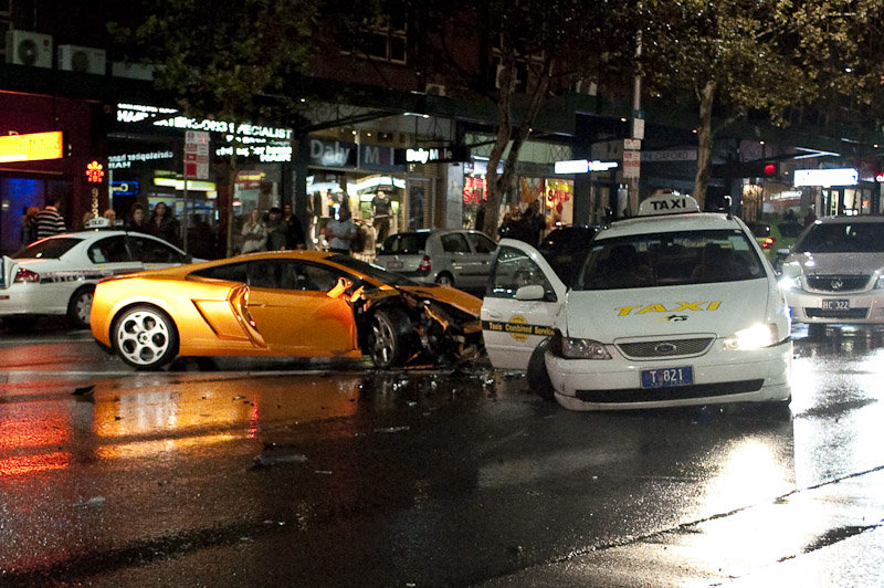 Улицы Сиднея Car-crash-lamborghini-gallardo-in-sydney-2