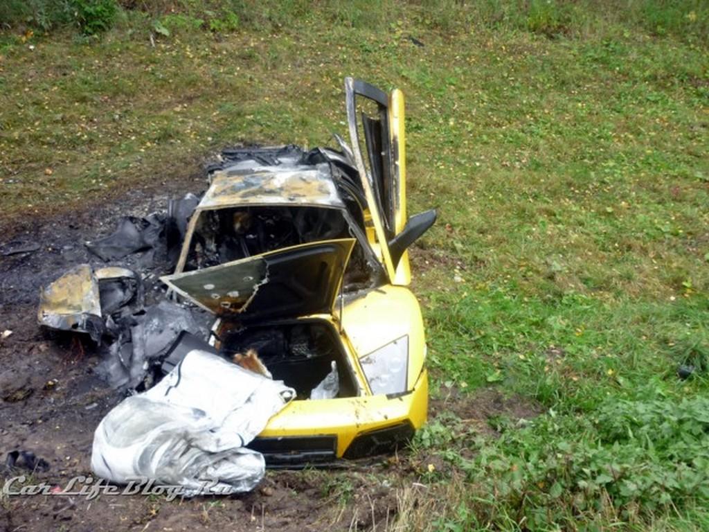 car crash lamborghini murcielago lp640 burned down after. Black Bedroom Furniture Sets. Home Design Ideas