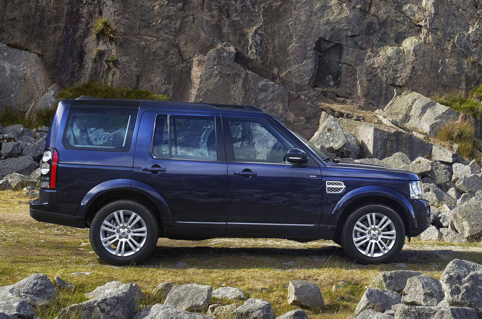 Thread 2015 land rover discovery sport officially revealed the world s most versatile and capable premium compact suv
