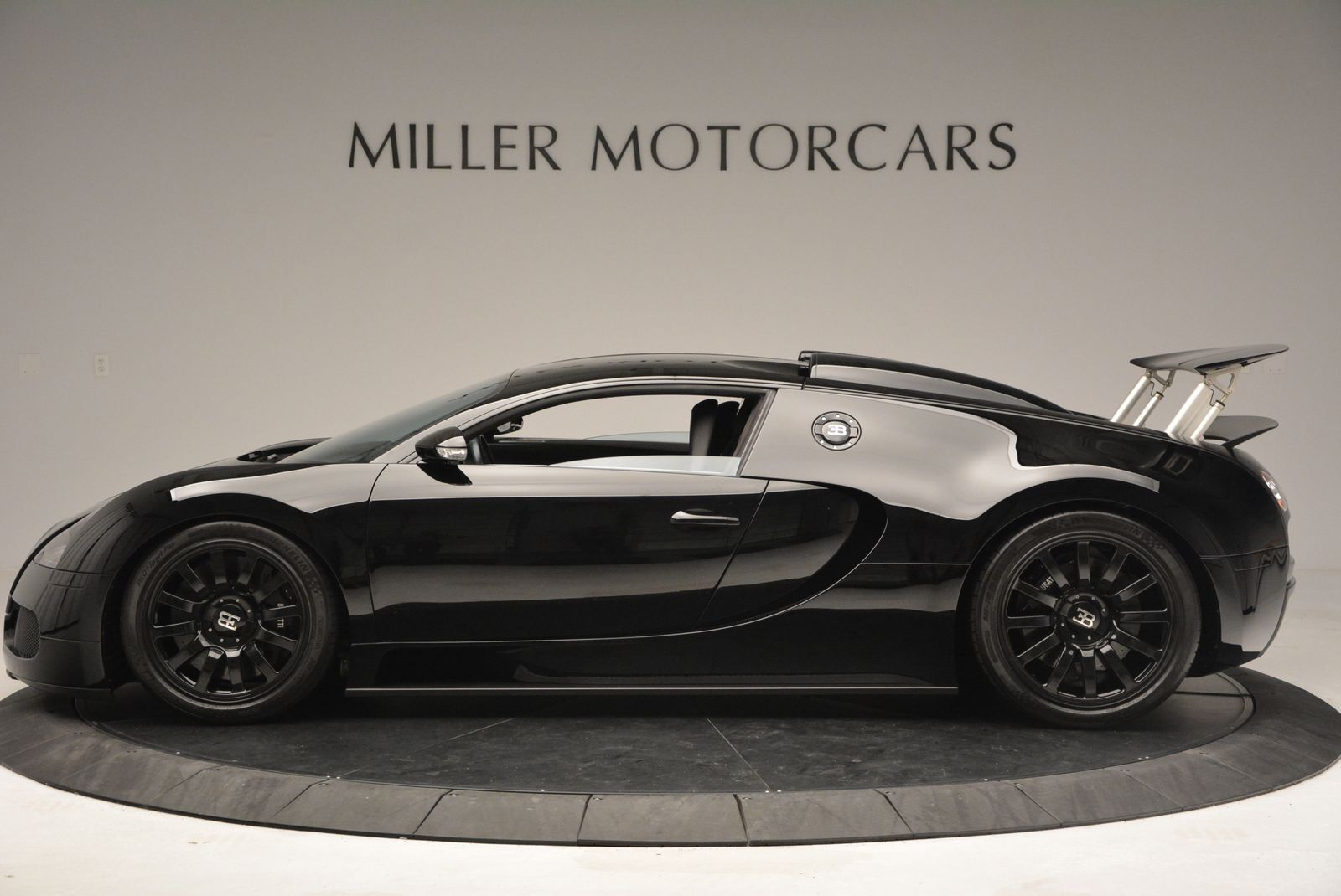 Black on Black Bugatti Veyron For Sale in the U.S - GTspirit