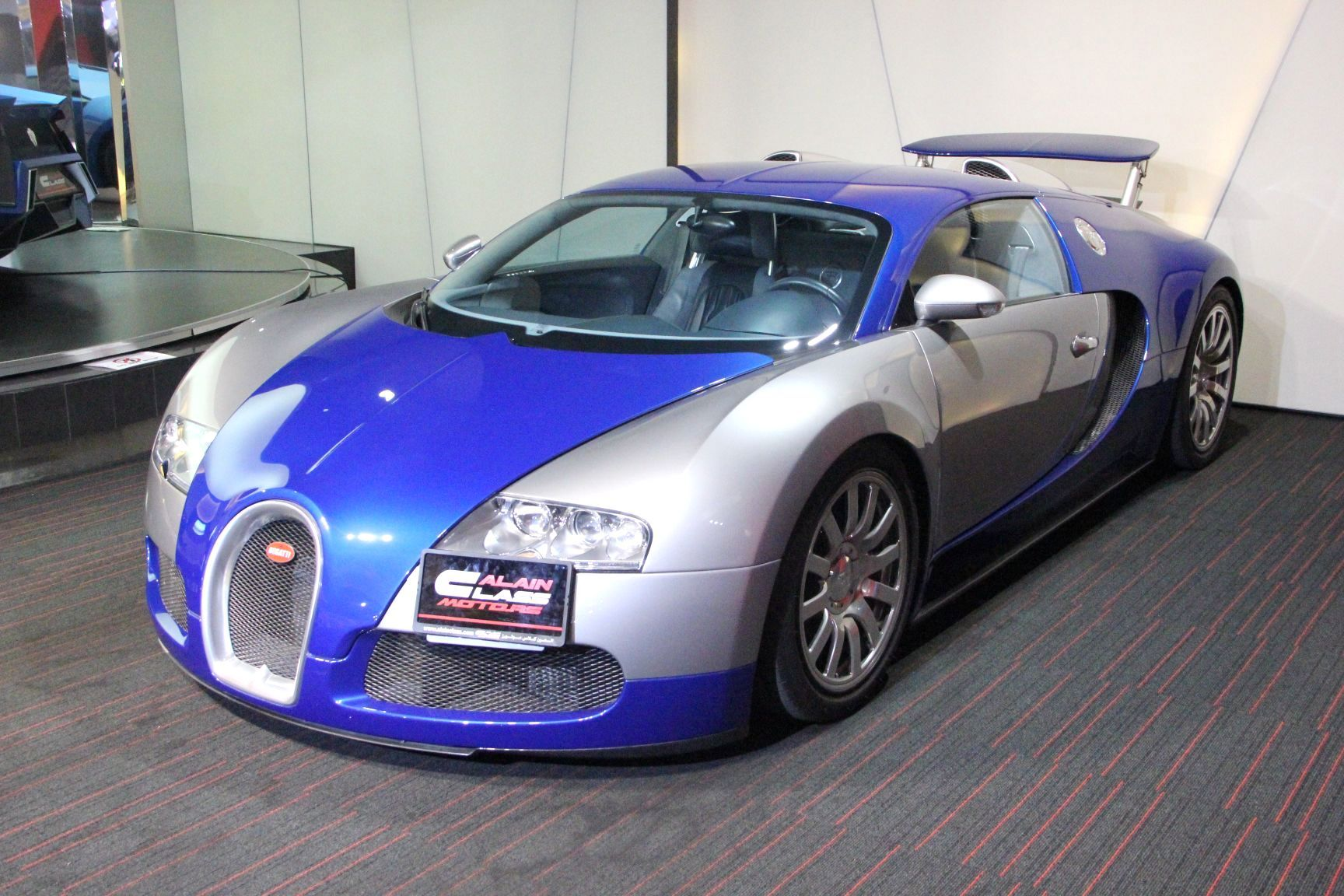 sexy blue and silver bugatti veyron for sale. Black Bedroom Furniture Sets. Home Design Ideas