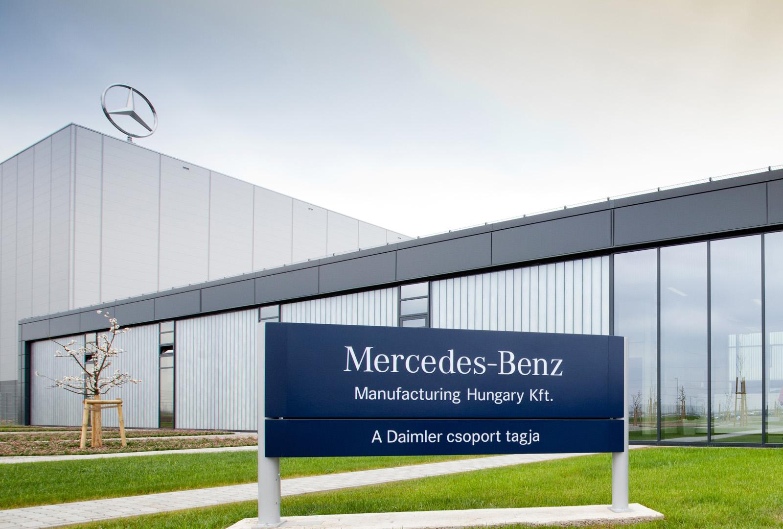 Mercedes benz kecskem t factory celerates 250 000th for Mercedes benz factory in alabama