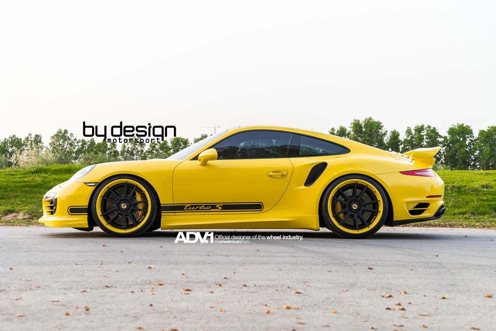 Жёлтый Porsche 911 Turbo S