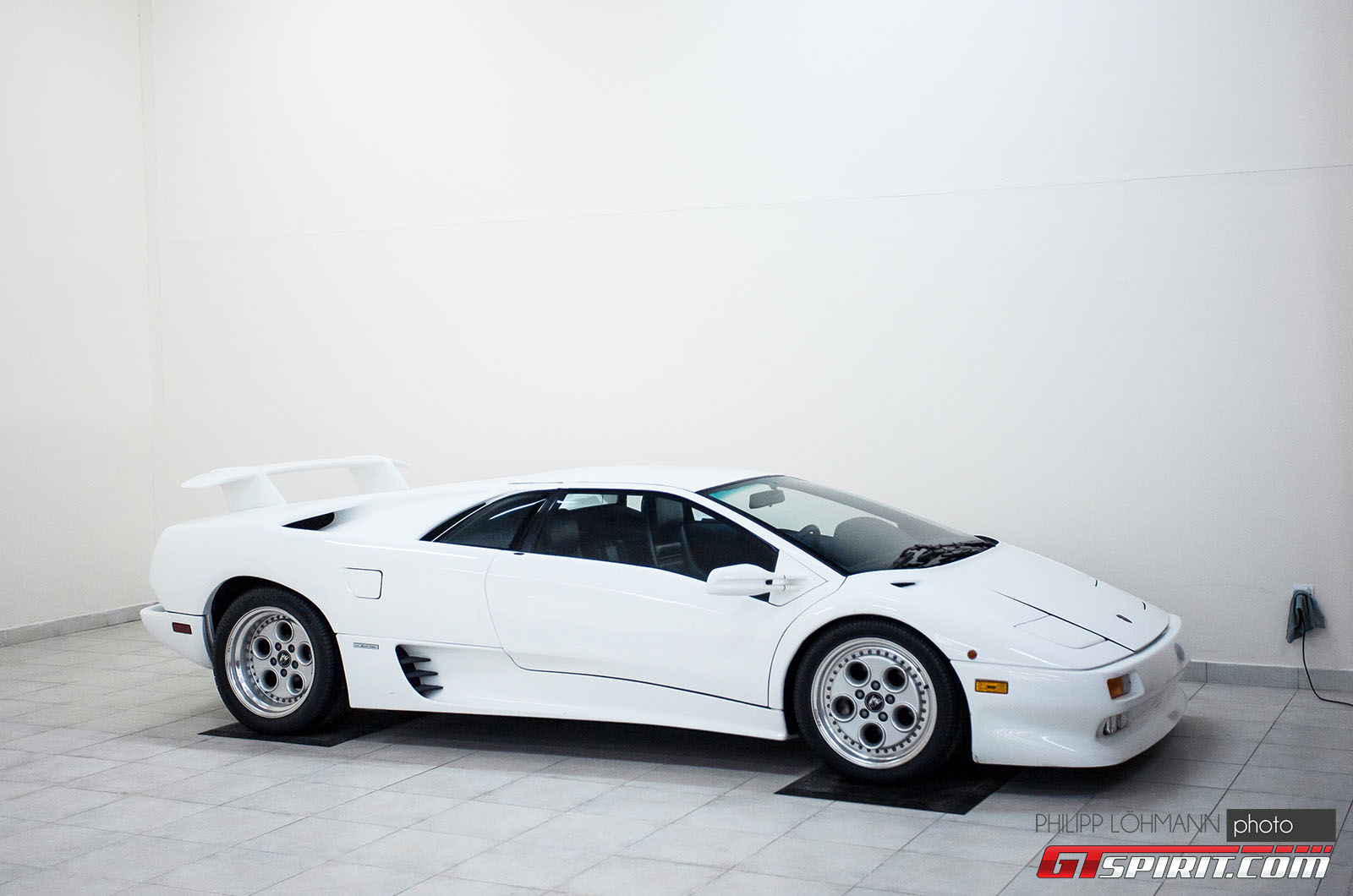 Гараж мечты в Абу-Даби. Lamborghini Diablo
