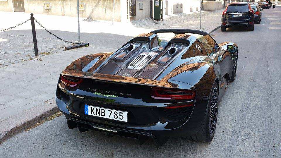 zlatan ibrahimovic drives his new porsche 918 spyder in sweden. Black Bedroom Furniture Sets. Home Design Ideas