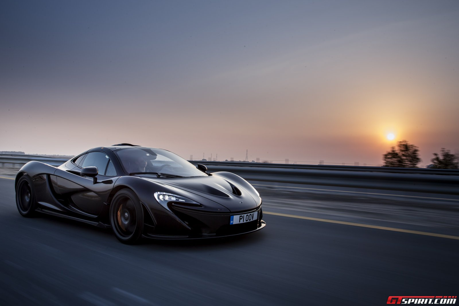 exclusive mclaren p1 review. Black Bedroom Furniture Sets. Home Design Ideas