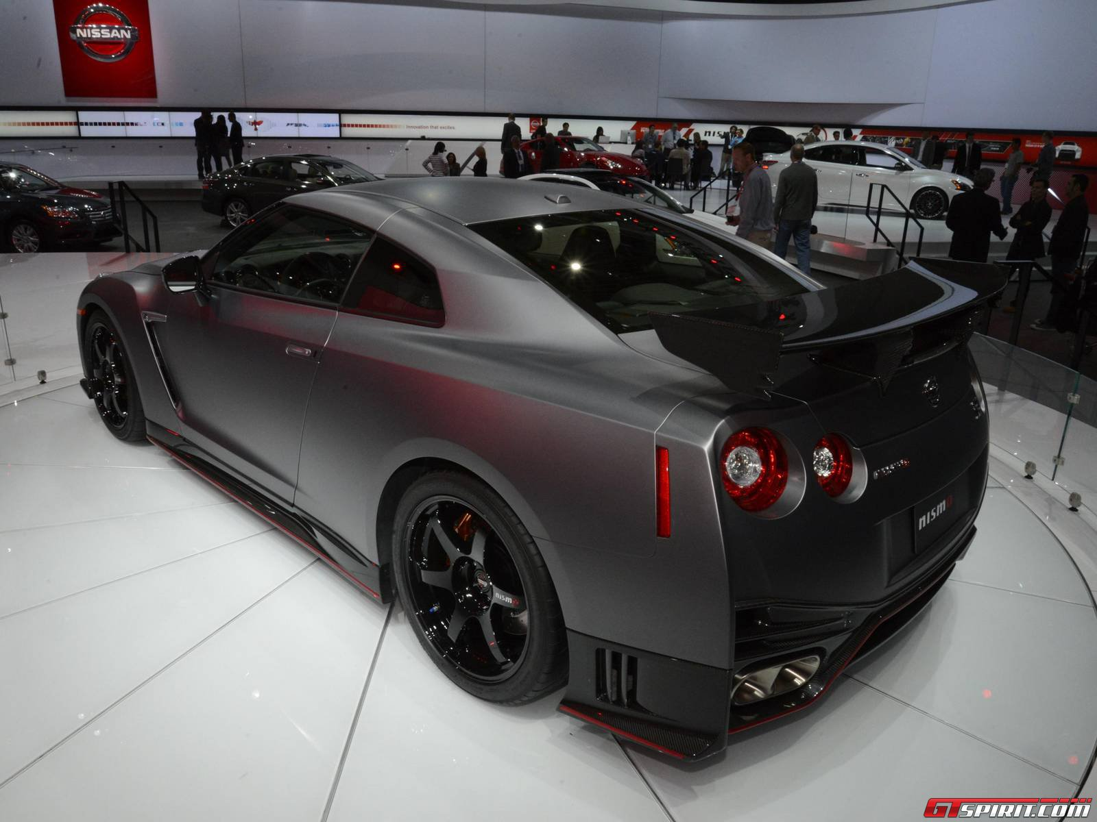 los angeles 2013 nissan gt r nismo. Black Bedroom Furniture Sets. Home Design Ideas
