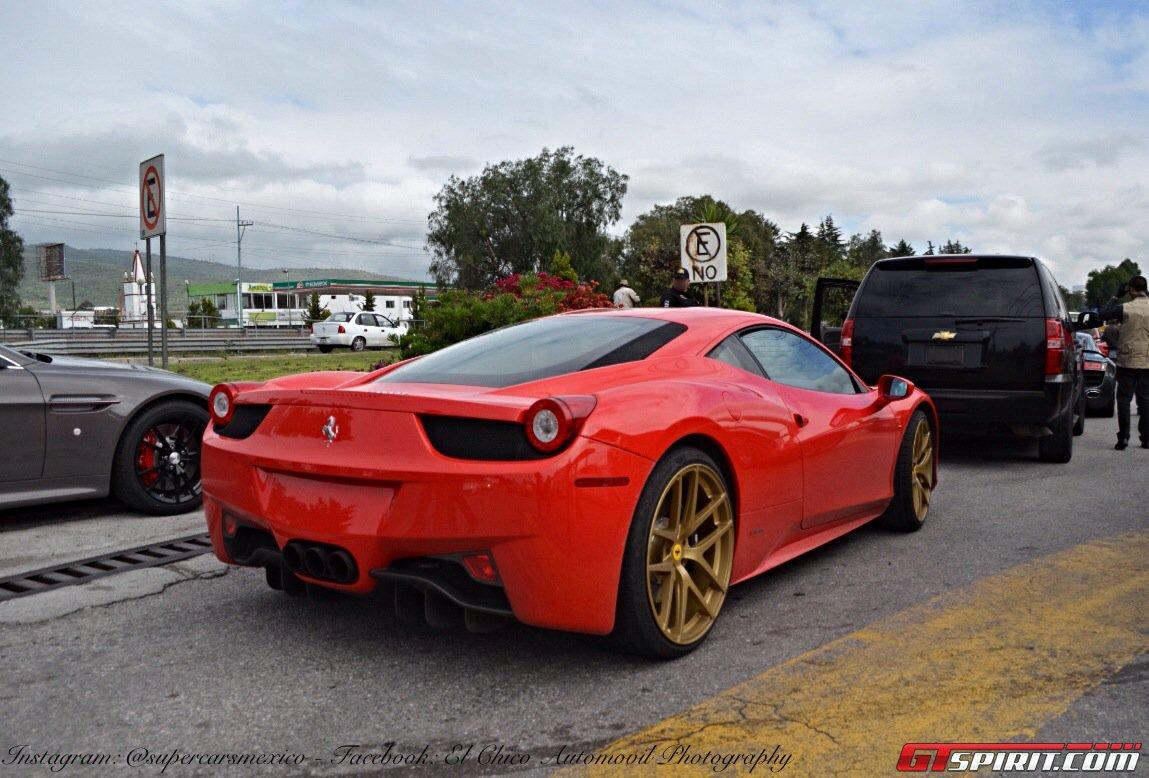 Фото   Ferrari 458, вид сзади