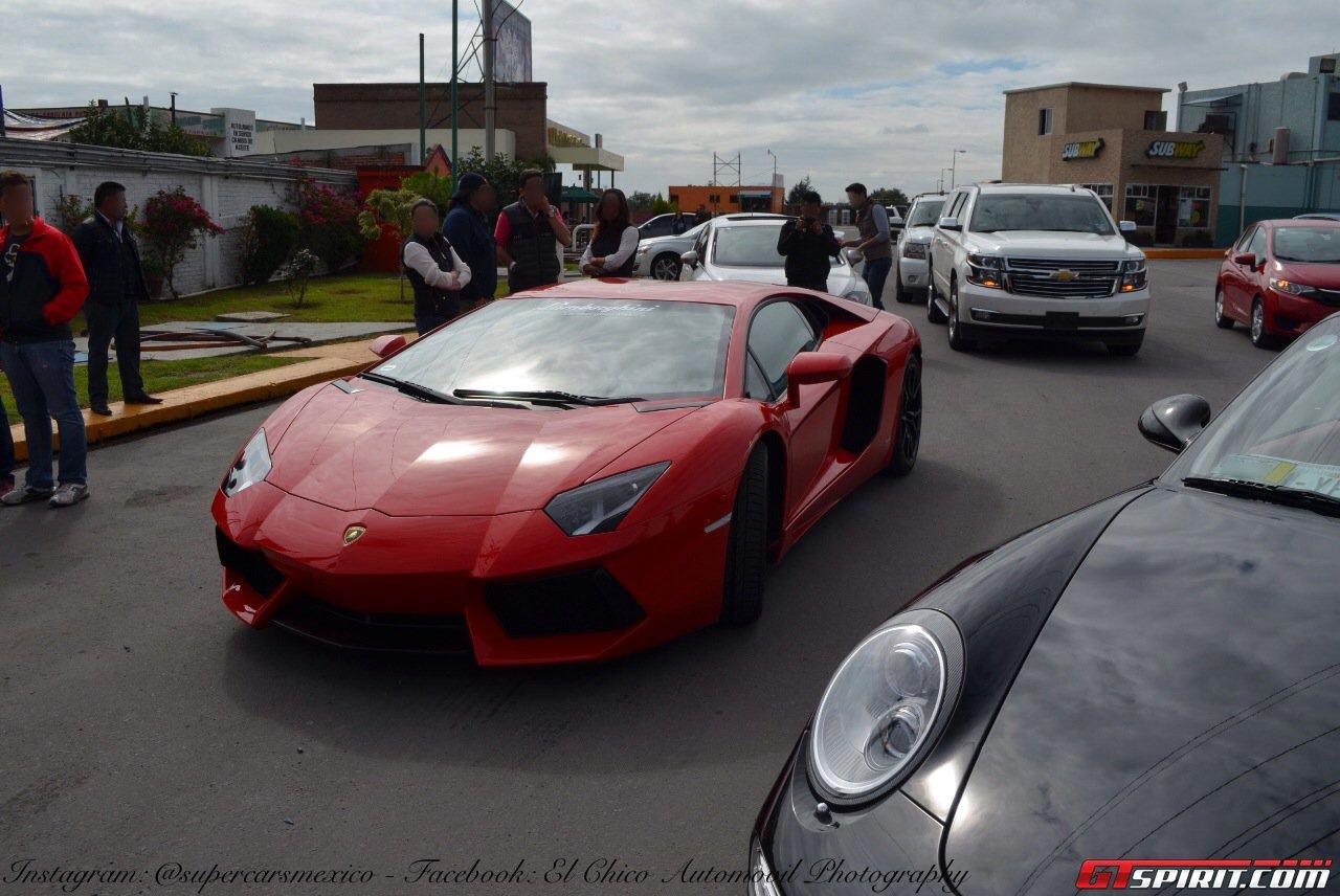 Фото   Красный Ламборджини Авентадор