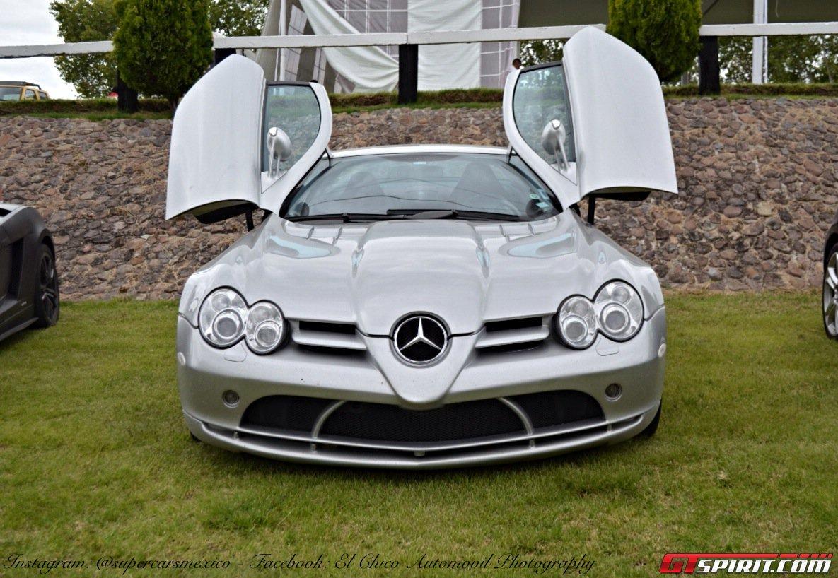 Фото   Mercedes SLR с открытыми дверями