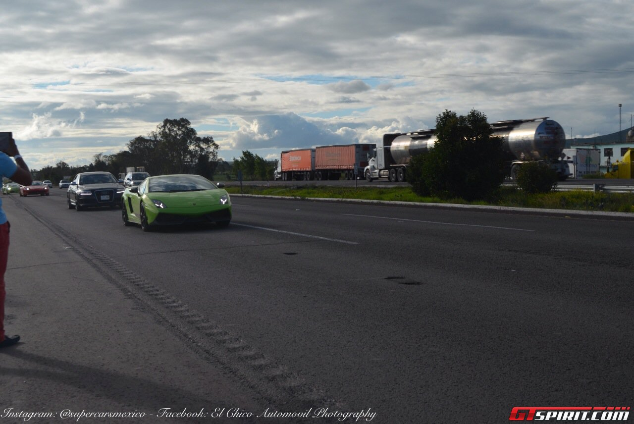 Фото   Зелёный Lamborghini Gallardo в Мексике