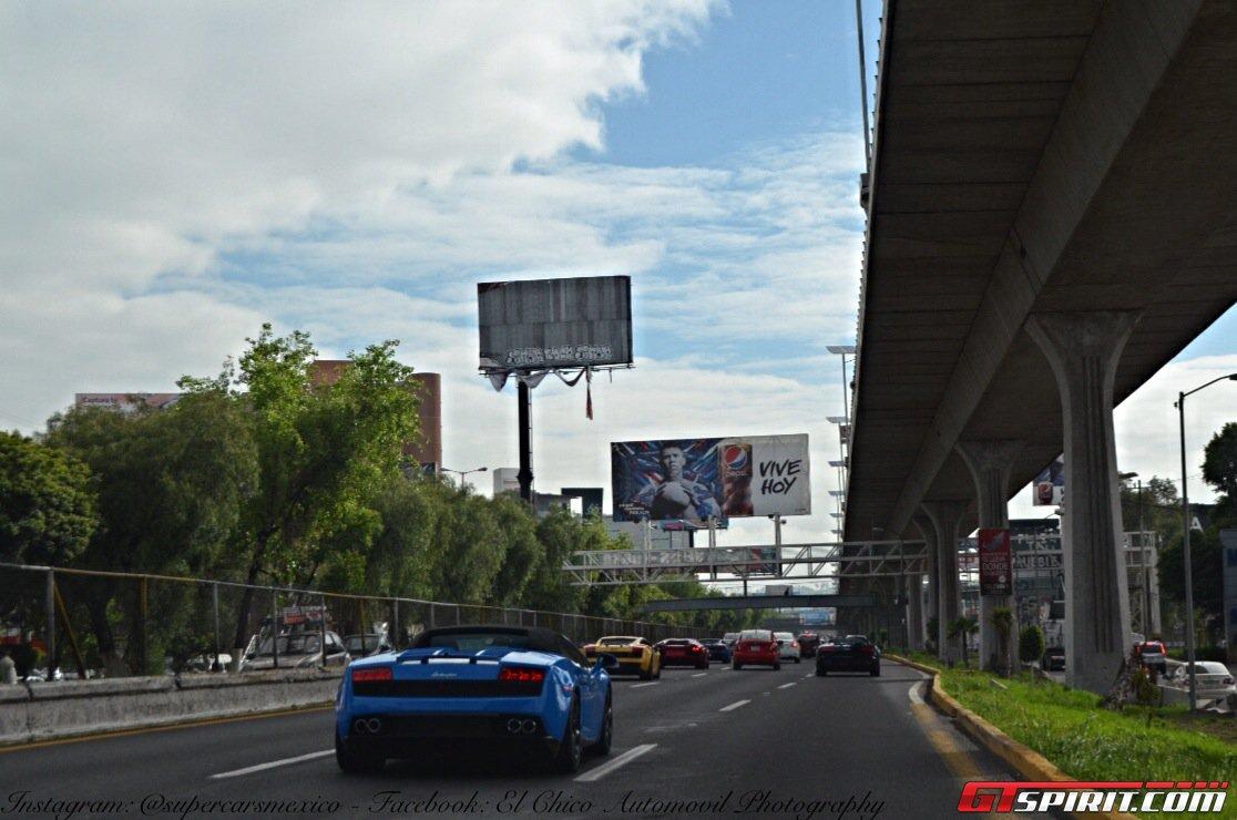 Родстер Lamborghini Gallardo Spyder на дороге