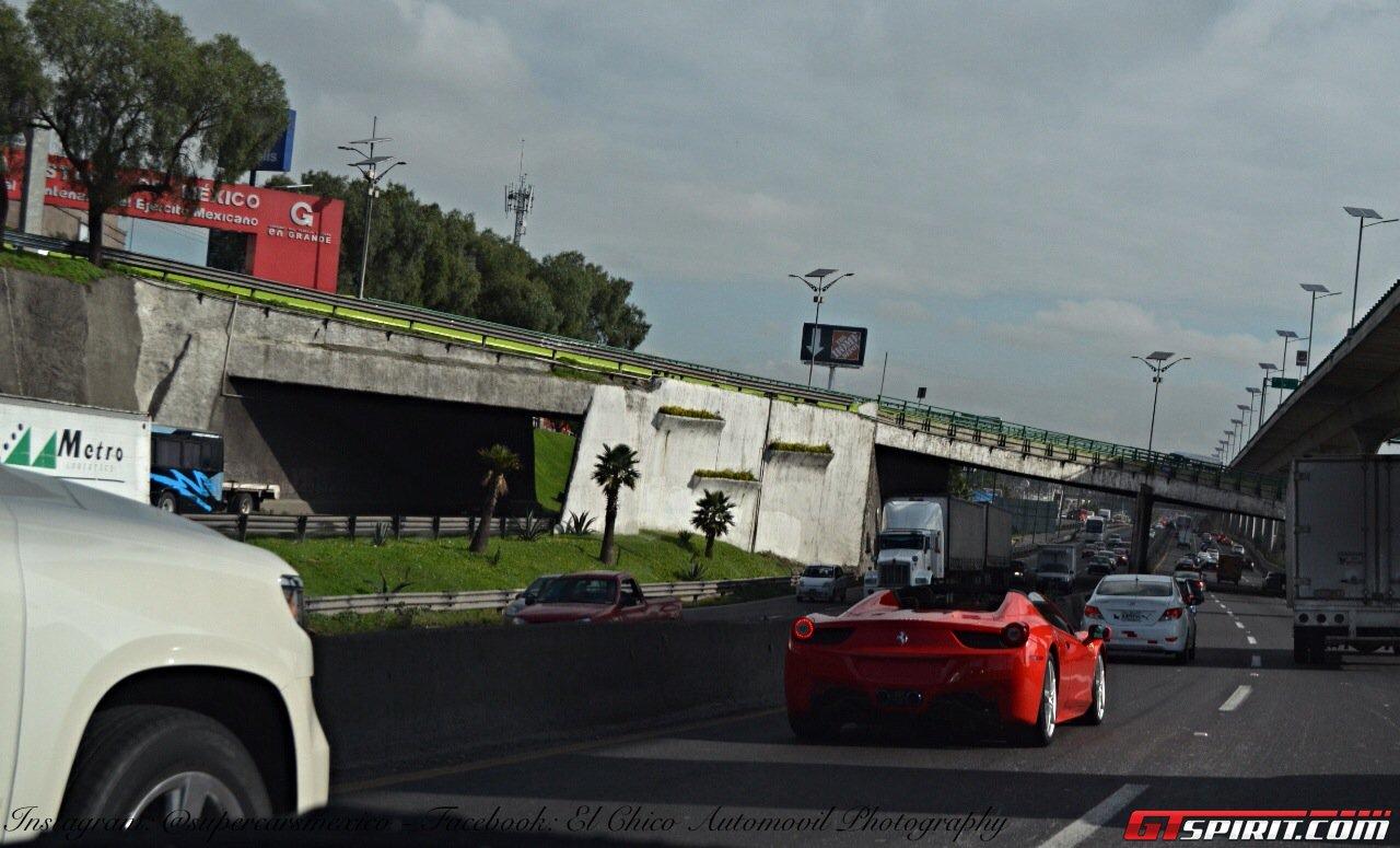 Красная Феррари 458