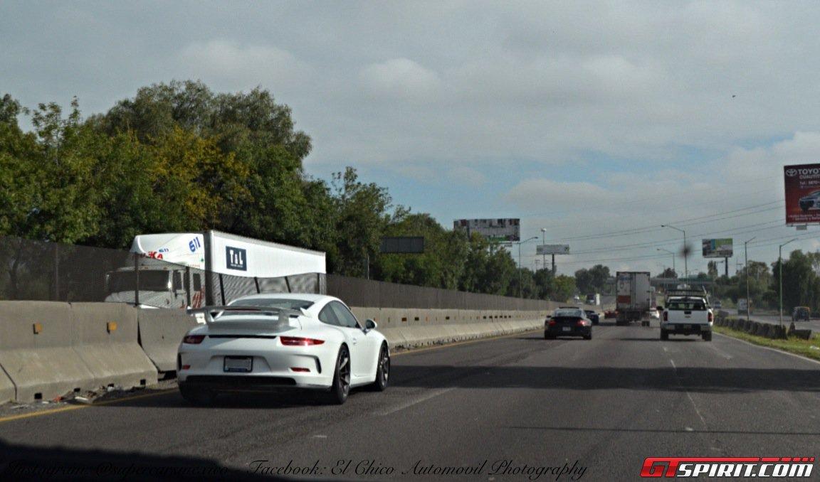 Фото   Porsche 911 на слете владельцев Lamborghini