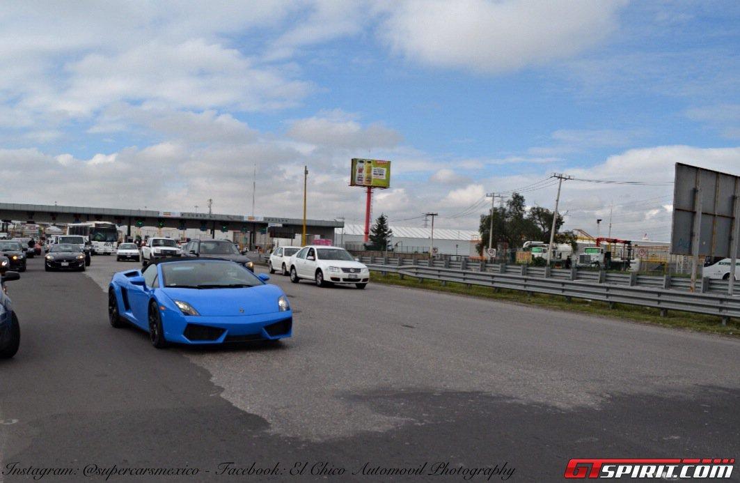 Фото   Синий родстер Lamborghini Gallardo Spyder