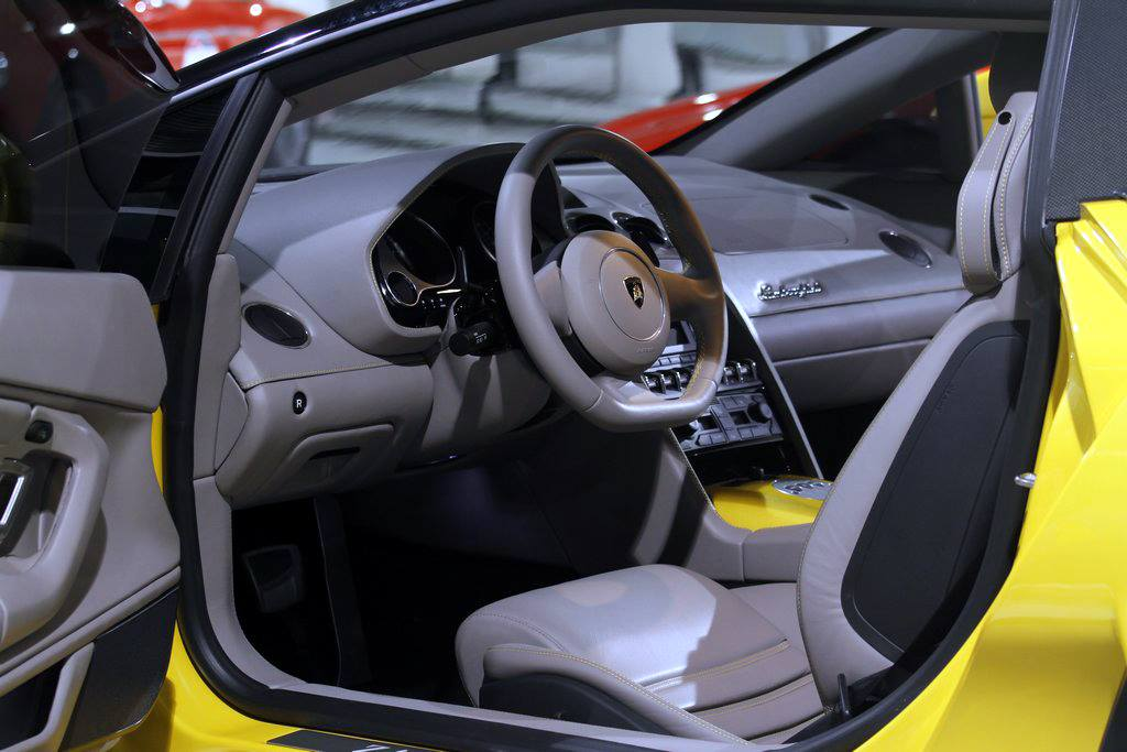 Фото салона Lamborghini 5-95 Zagato