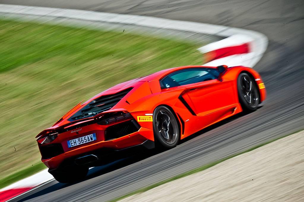 Фото   Учебная Lamborghini Aventador