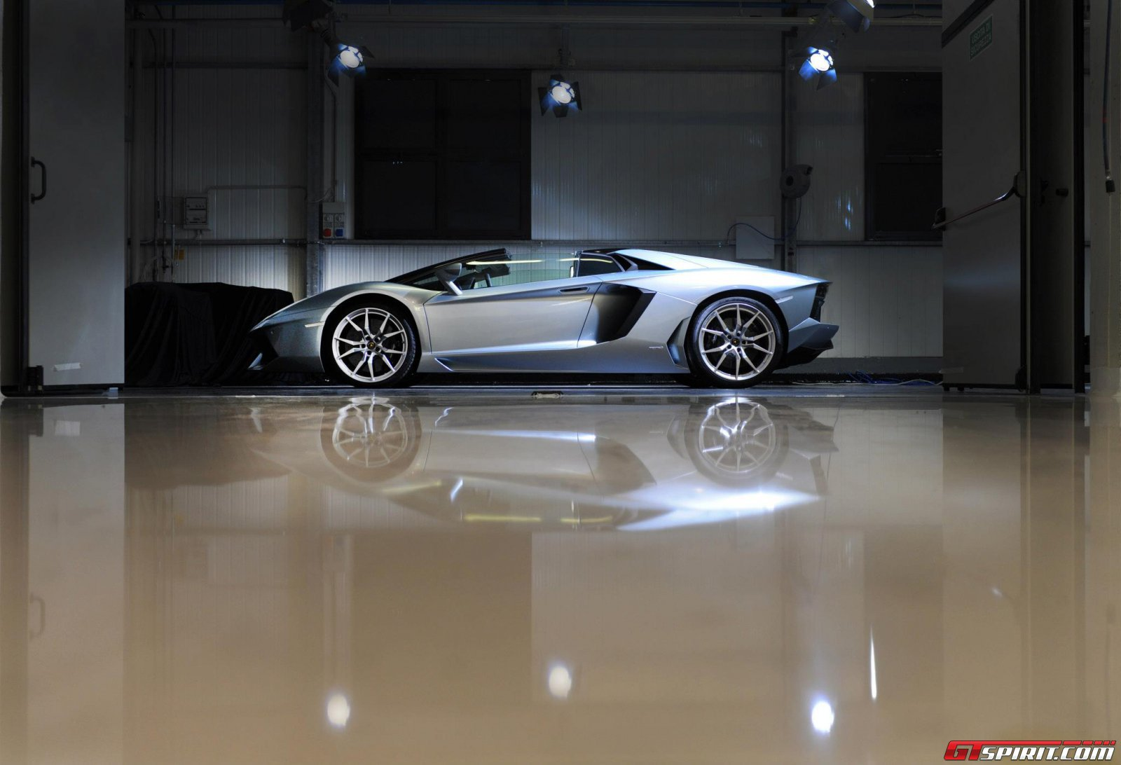 2013 Lamborghini Aventador LP700-4 Roadster Photo 18