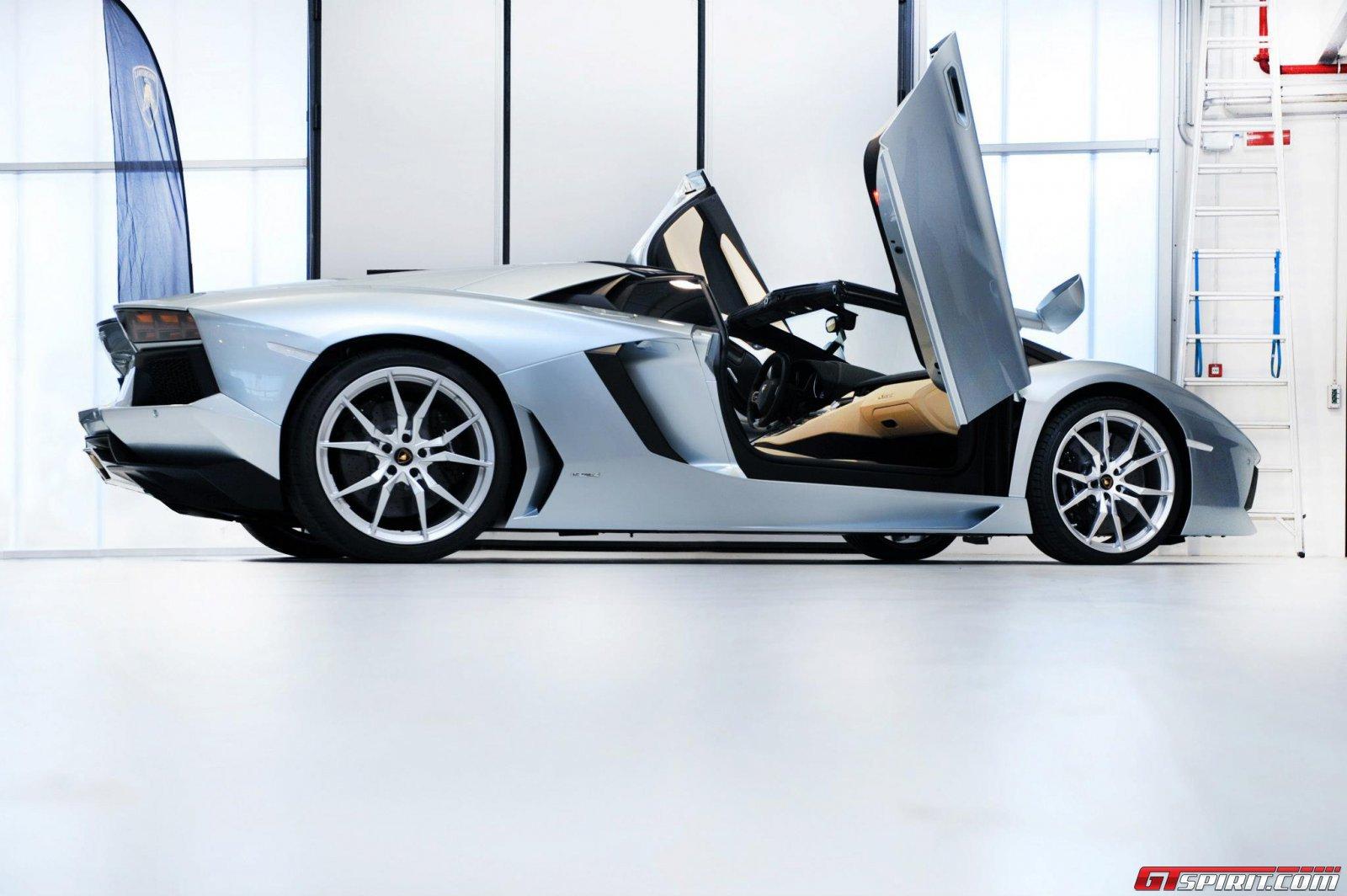 2013 Lamborghini Aventador LP700-4 Roadster Photo 26