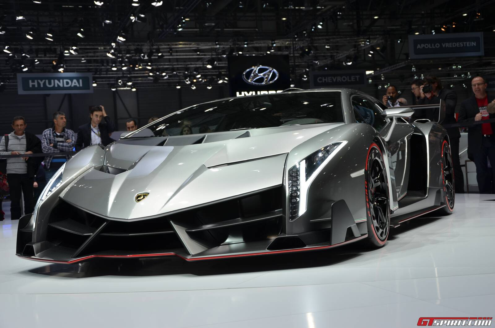 geneva 2013 lamborghini veneno. Black Bedroom Furniture Sets. Home Design Ideas