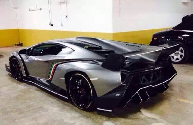 Lamborghini Veneno Arrives In Beijing
