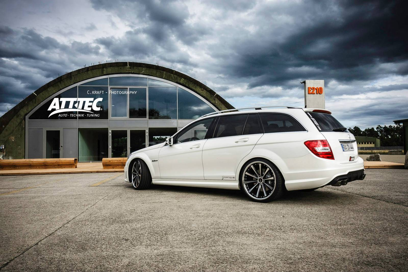 http://www.gtspirit.com/wp-content/gallery/mercedes-benz-c63-amg-estate/mercedes-benz-c63-amg-estate-4.jpg