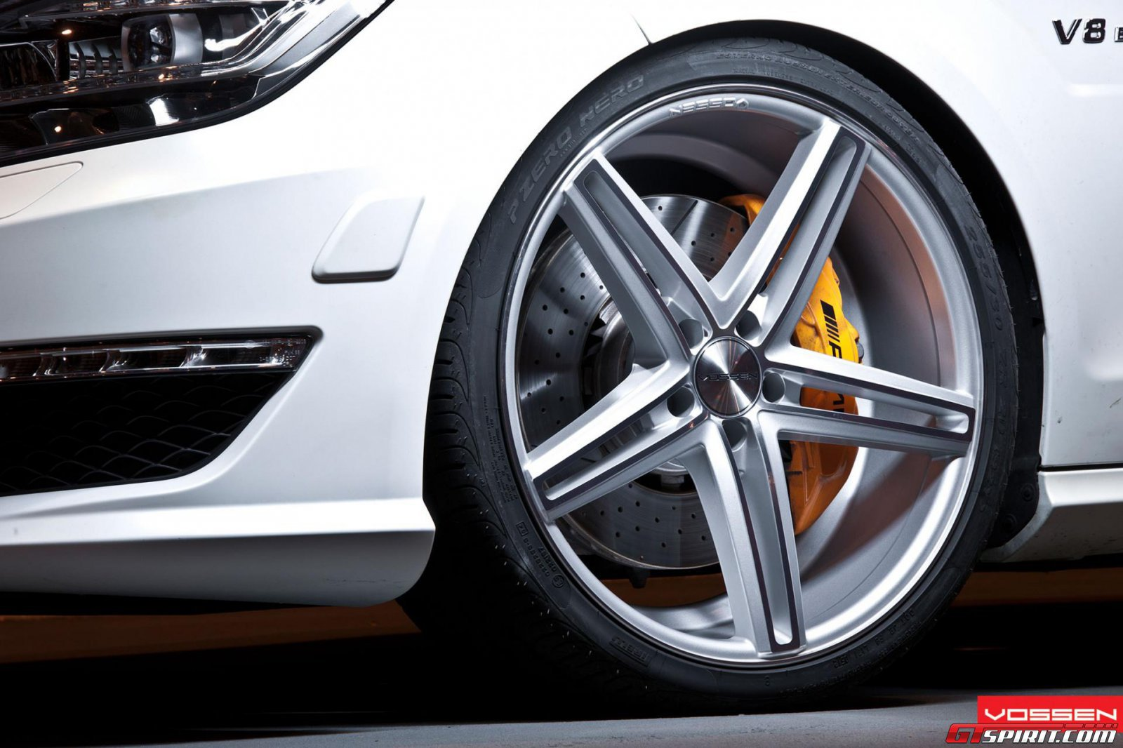 Mercedes benz cls on 20 inch vossen wheels gtspirit for Mercedes benz 20 inch wheels