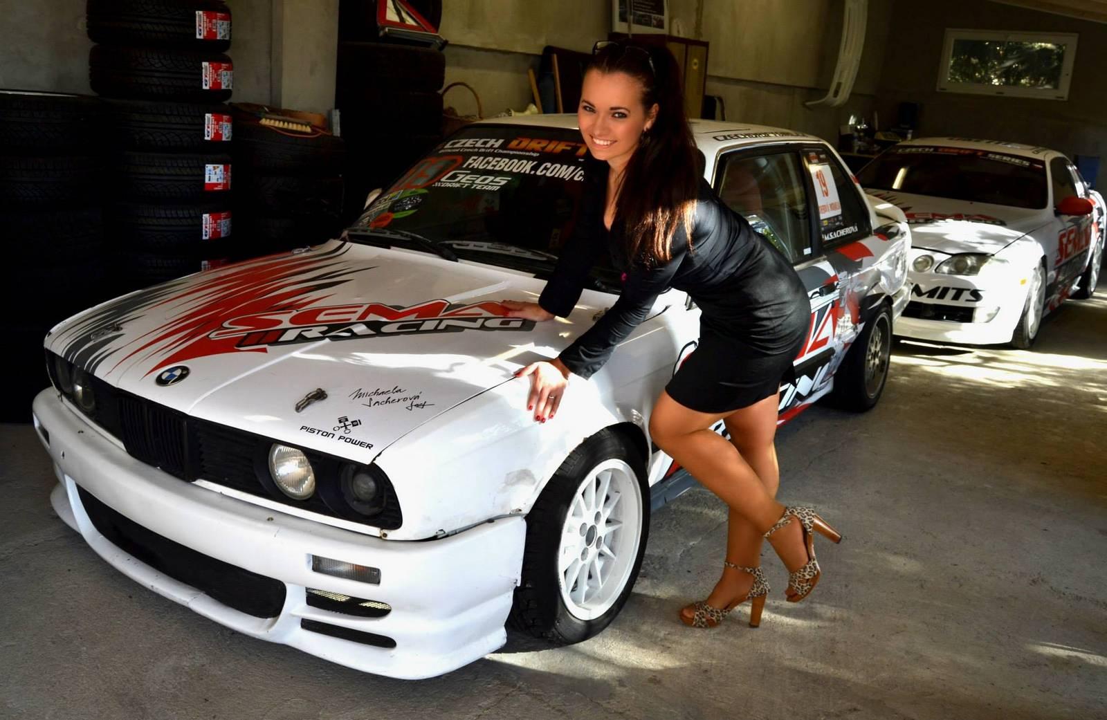 Чешскую девушку в машине 9 фотография