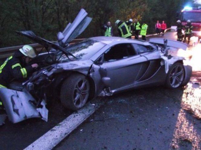 car crash multiple sports cars crash on same stretch of. Black Bedroom Furniture Sets. Home Design Ideas