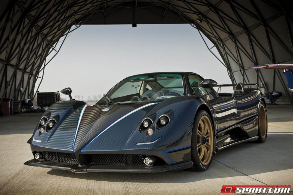 http://www.gtspirit.com/wp-content/gallery/official-pagani-zonda-tricolore/image00011.jpg