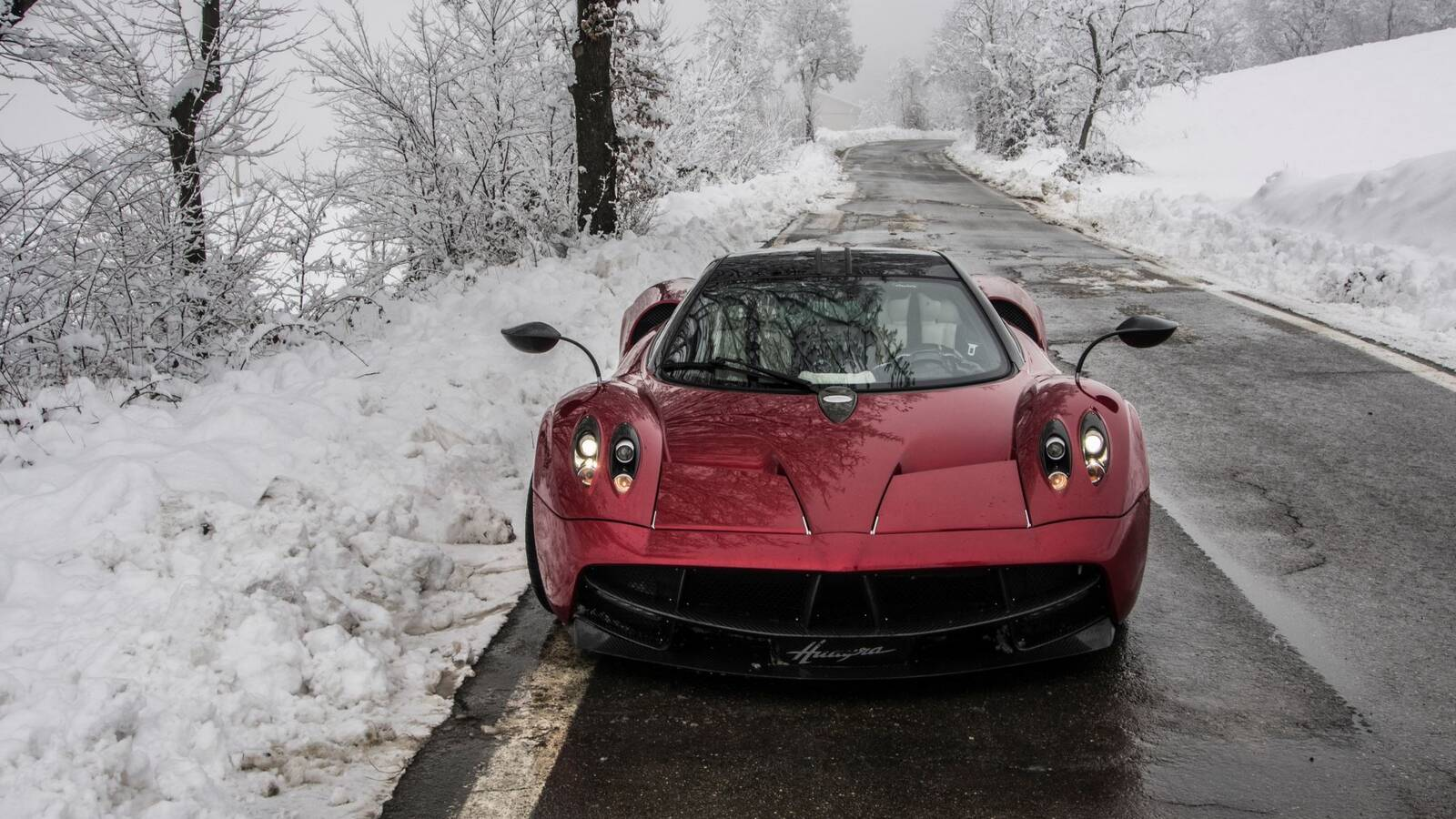 Pagani Huayra in the Snow