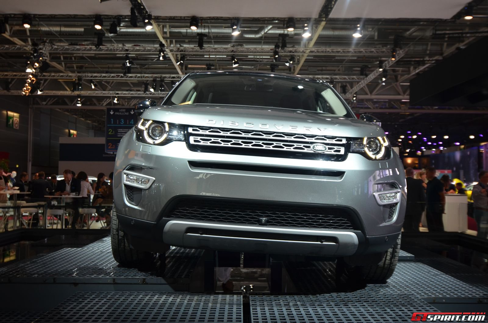 paris 2014 2015 land rover discovery sport. Black Bedroom Furniture Sets. Home Design Ideas