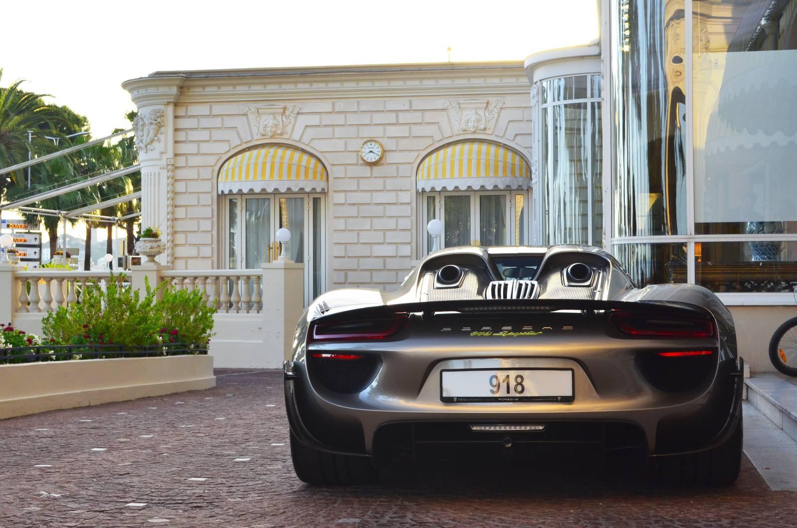 Супергибрид Porsche 918 Spyder Weissach Edition