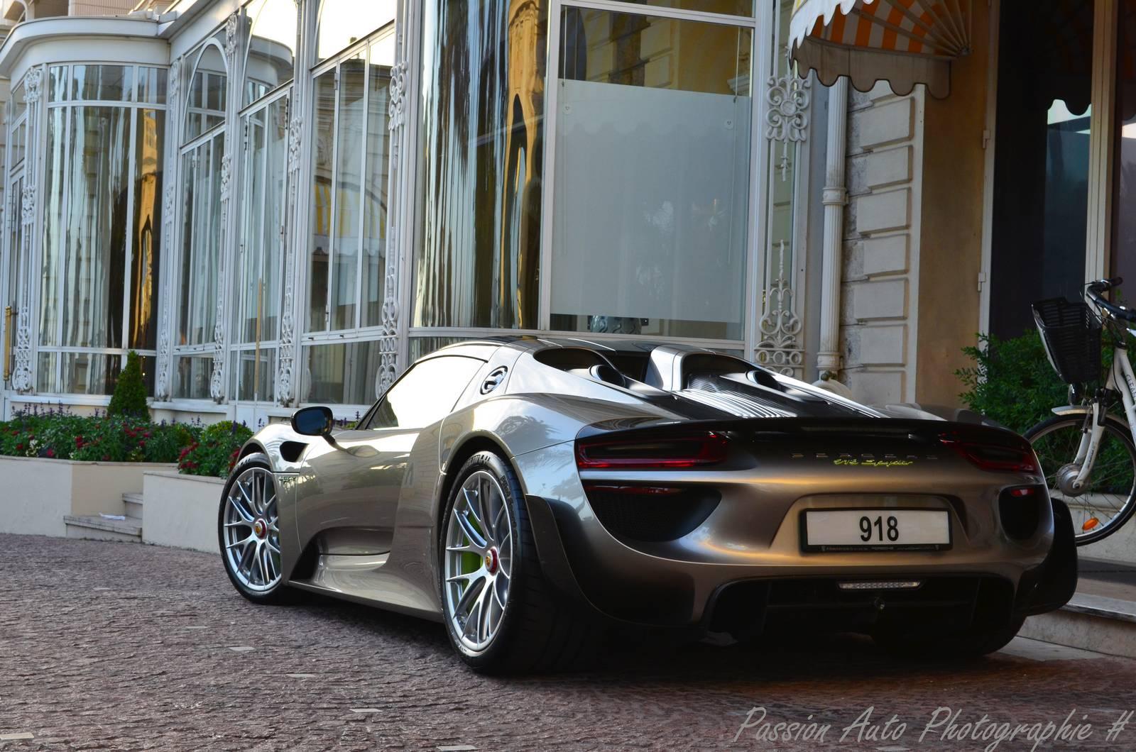 Суперкар Porsche 918 Spyder Weissach Edition