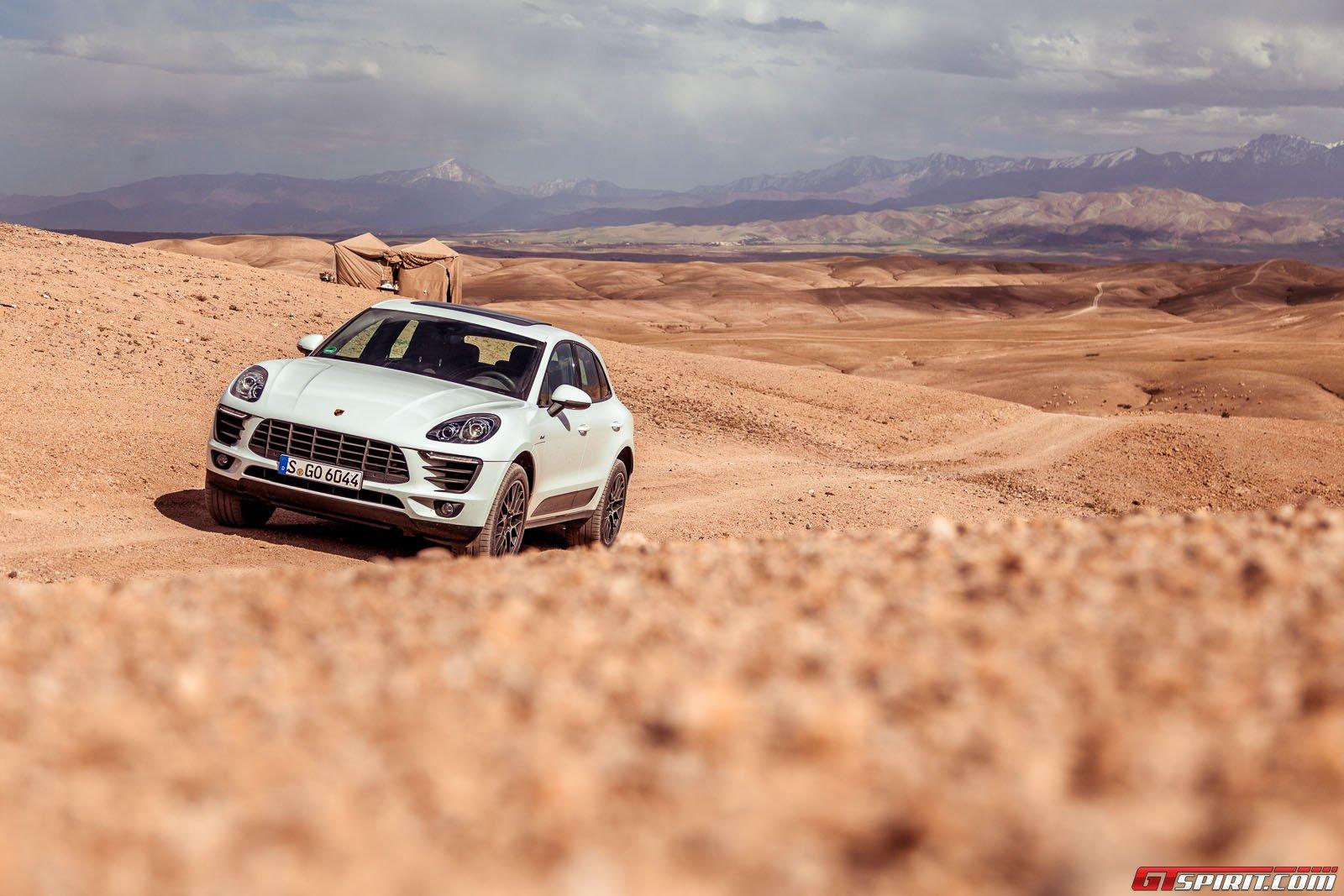 Компактный кроссовер Porsche Macan в Марокко