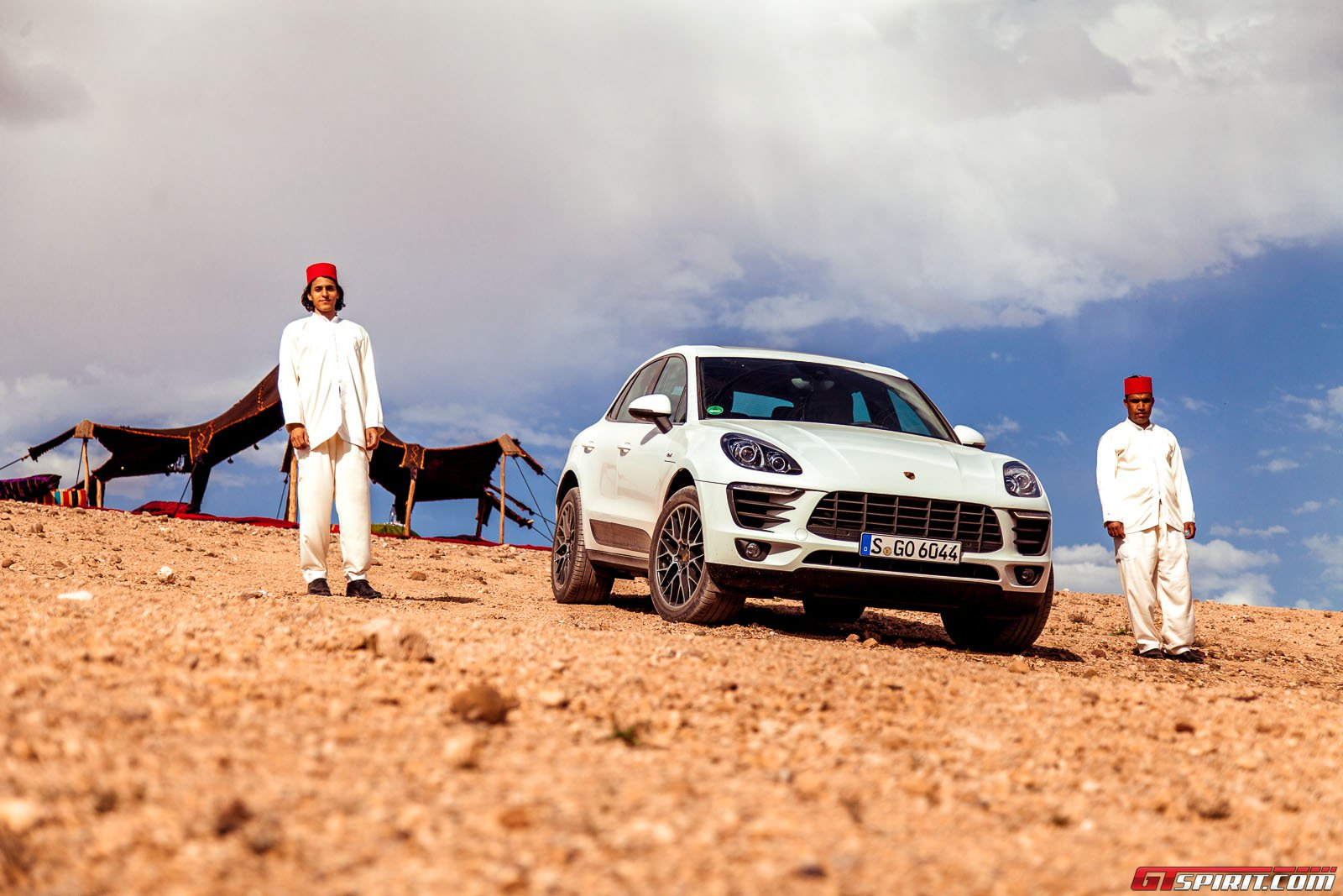 Автомобиль Порше Макан в Марокко