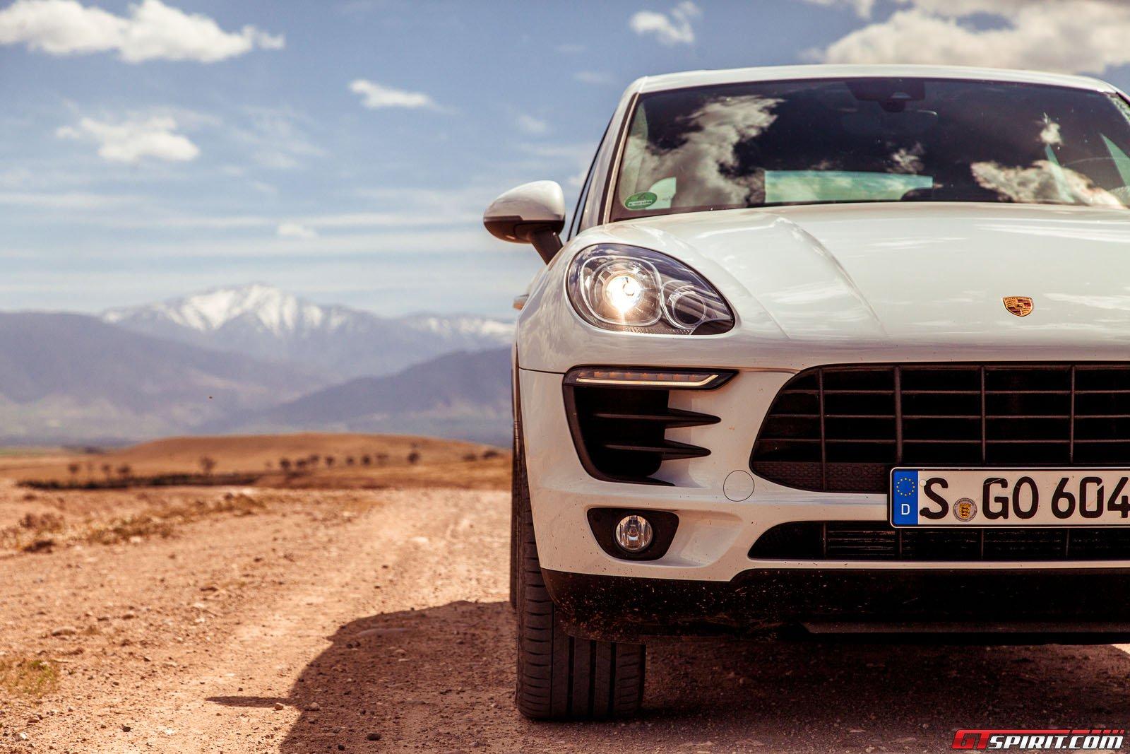 Кроссовер Porsche Macan. Фото из Марокко
