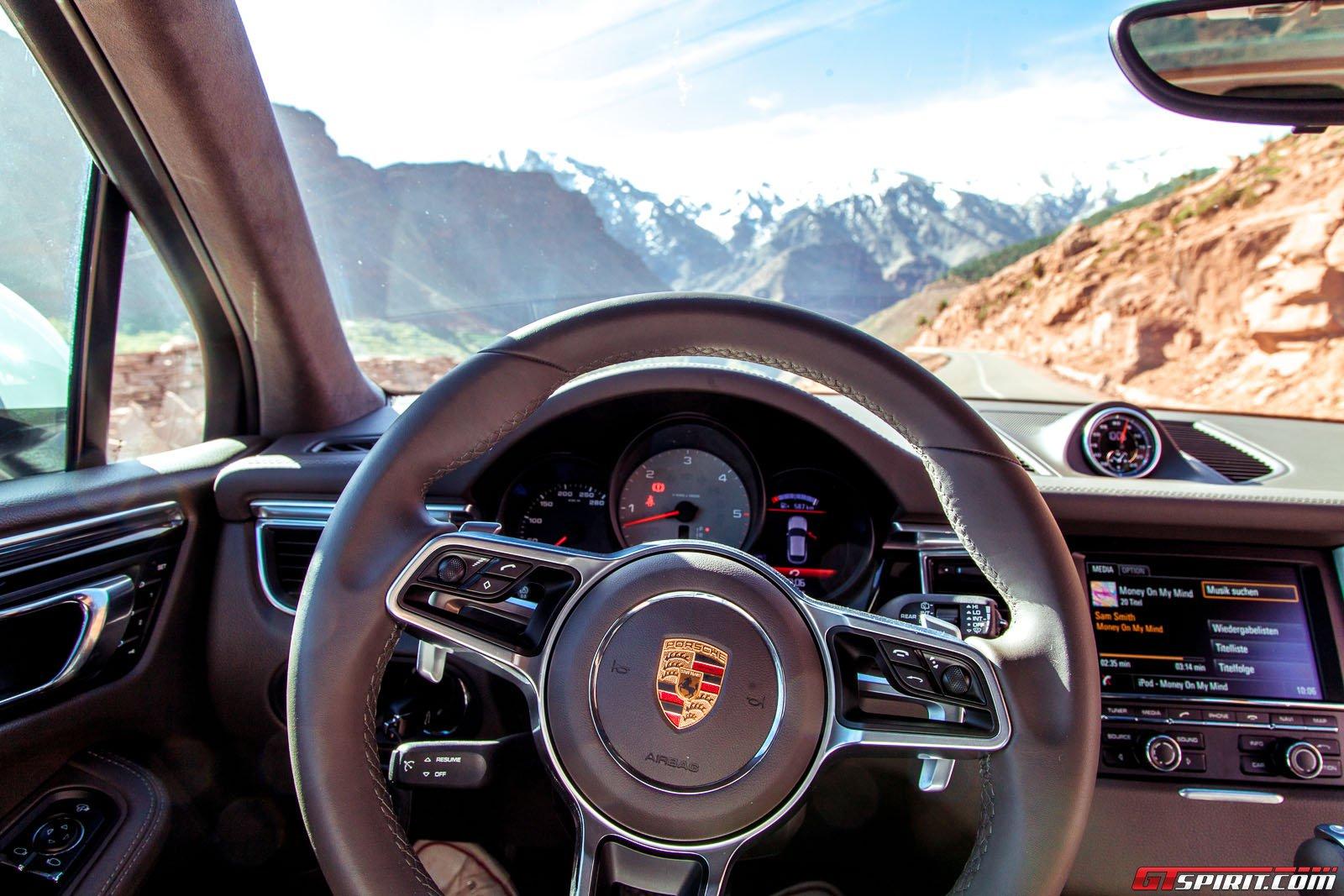 Фото салона Porsche Macan