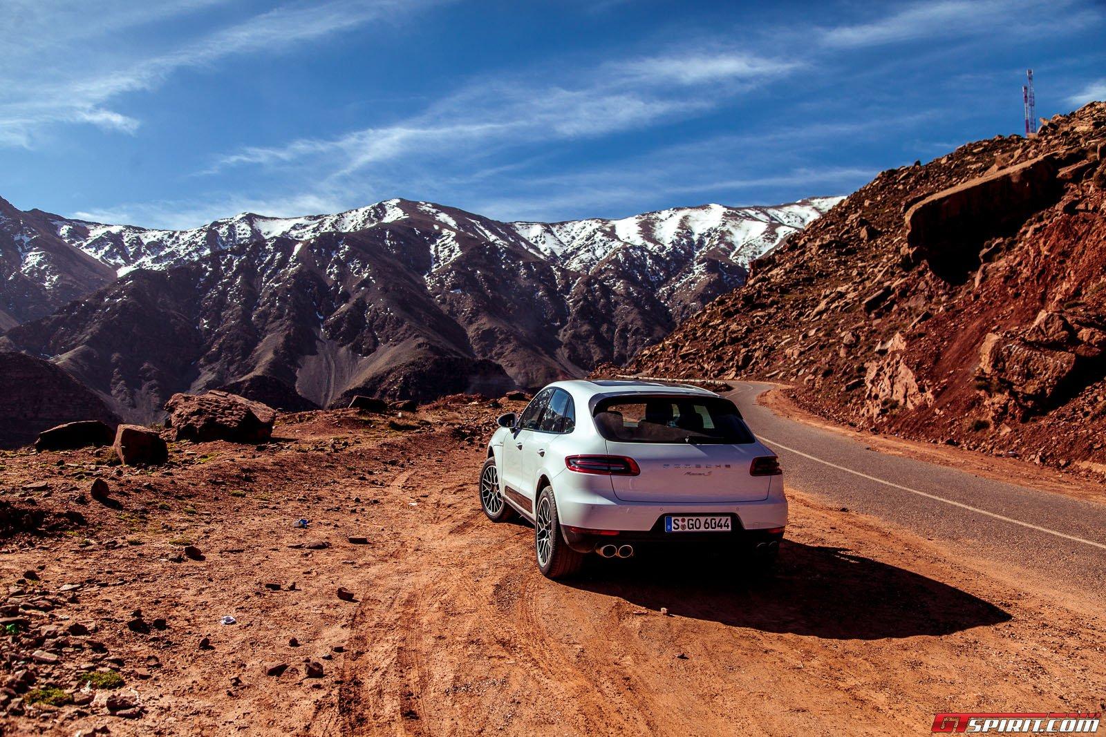 Кроссовер Порше Макан. Фото из Марокко